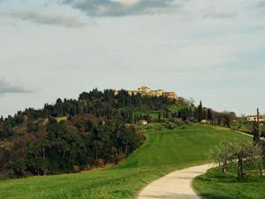 Il Borgo Di Mazzolla vicino a Volterra dove si trova il B&B La Pecora Nera